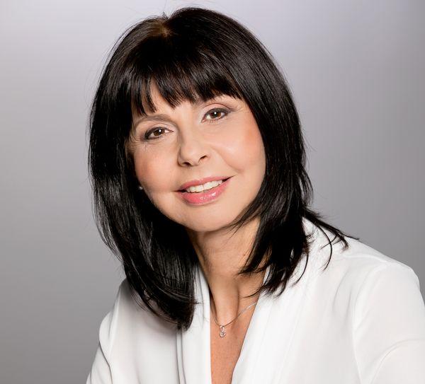 ТОП НОВИНА В ЕСТЕТИЧНАТА ДЕРМАТОЛОГИЯ! Д-р Азарова се присъединява към екипа на Хил клиник
