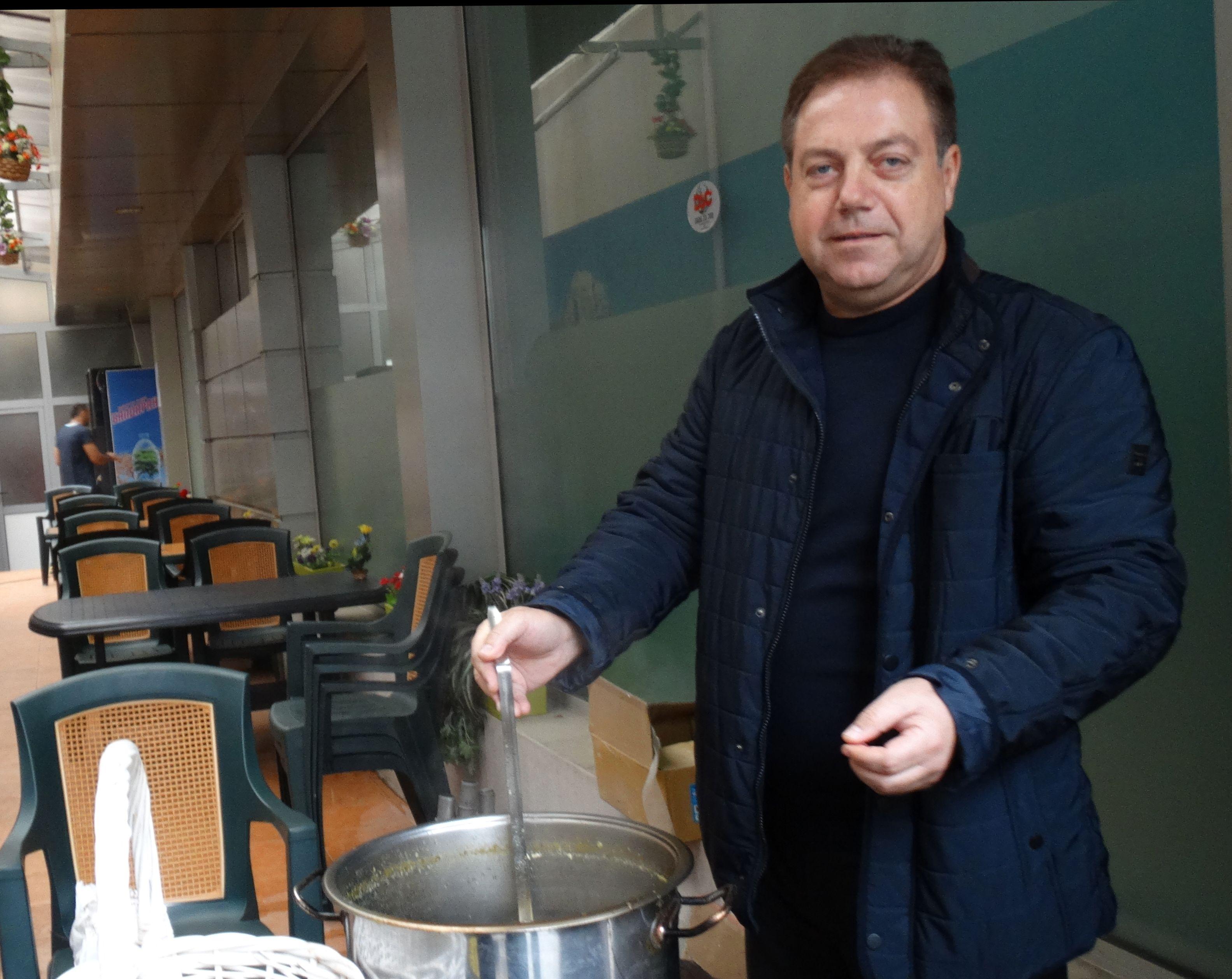 """Председателят на БЛС д-р Иван Маджаров в кампания """"Топъл обяд"""" в Пловдив"""