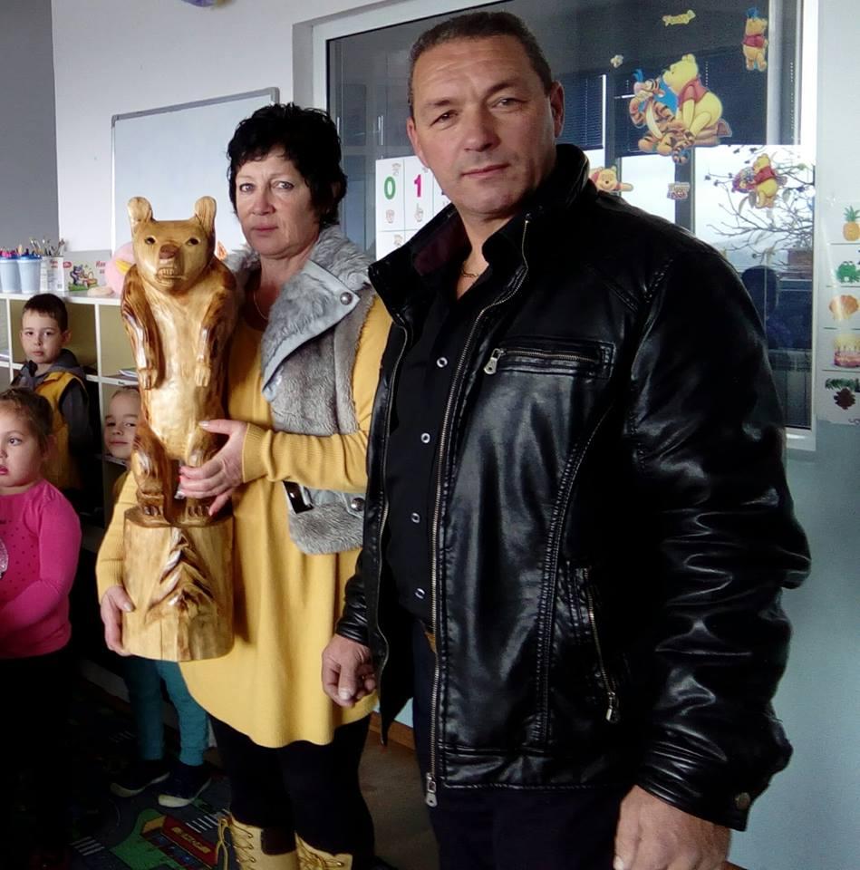 Велин Чаушев дари скулптура в родното си село