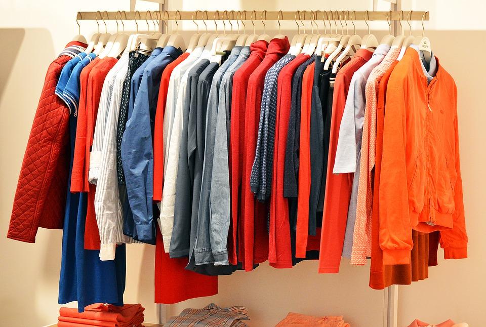 Благотворителен базар за стари дрехи
