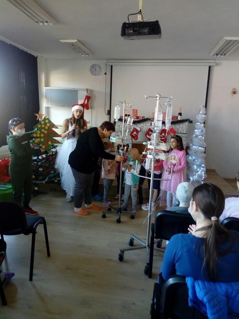 """Коледно тържество в Клиниката по педиатрия на УМБАЛ """"Свети Георги"""""""