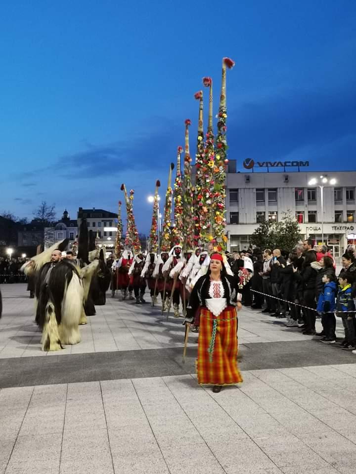 """Празникът """"Благотворително звънче"""" и Смиляна Захариева  даряват 1025 лева на кампанията  """"Най-доброто за нашите деца и онкоболни"""""""
