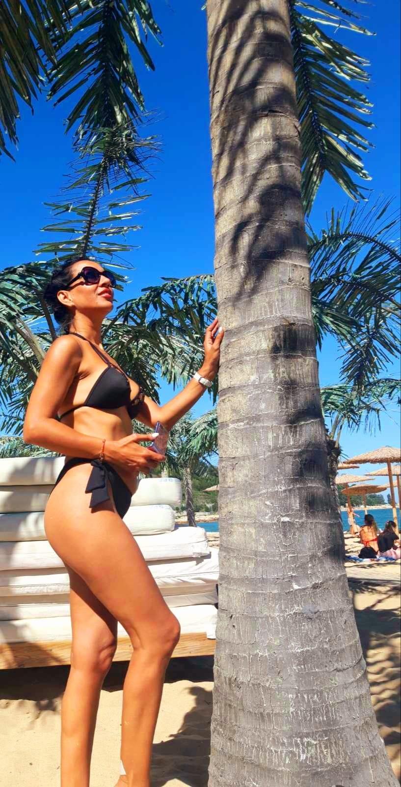 Мисис България Ана Иванова избра родните плажове пред Монако