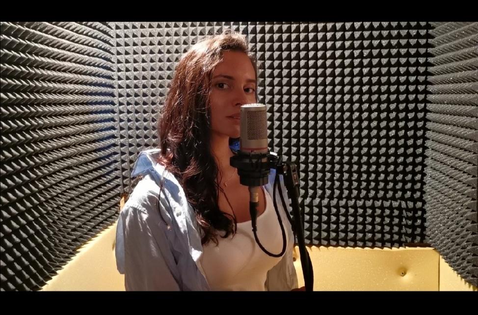 Ая завладя сцената с уникален глас и артистизъм