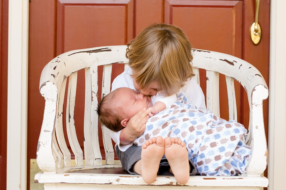 Първа помощ при животозастрашаващи инциденти с бебета и деца