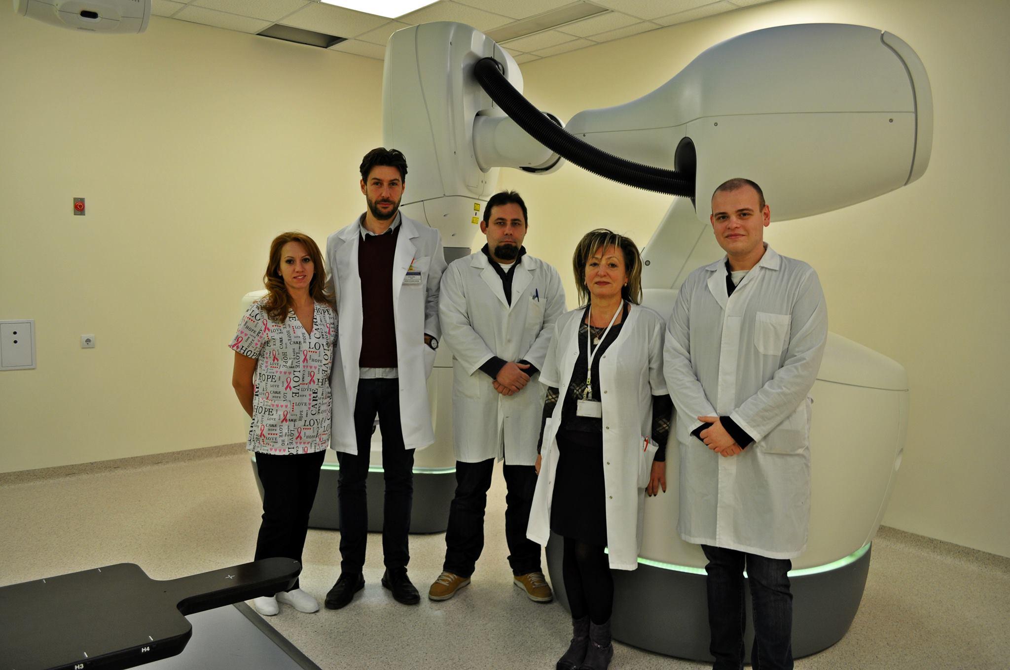 """За първи път у нас в УМБАЛ """"Свети Георги"""" проведоха  лъчелечение с кибернож на тумори в подвижни органи"""