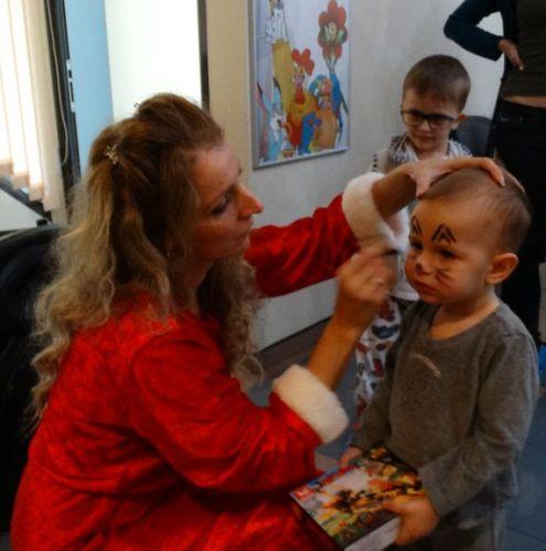 """Дядо Коледа раздаде подаръците на малките пациенти в МБАЛ """"Централ Хоспитал"""""""