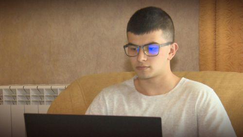 16-годишният Иво пише книги и се бори с тежка болест