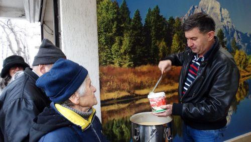 """Стойно Рогачев и """"Бизнесът за Пловдив"""" в кампания """"Топъл обяд"""""""