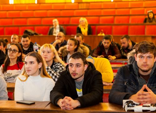 Студенти от УХТ с шанс да получават дипломи от България и Холандия